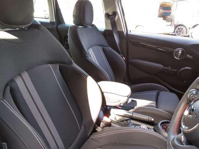 シートもクーパーSD仕様のフォールド感のあるシートです。