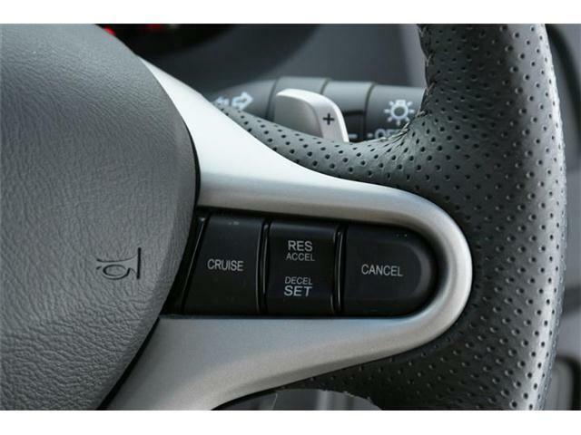 長距離ドライブには必須のクルーズコントロール。速度を設定すればアクセルレスで走ってくれるドライバー支援機能です◎