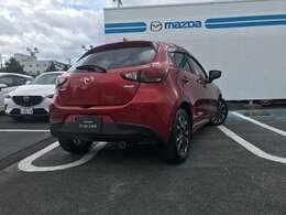 マツダがこだわる「人馬一体」な運動性能やペダルレイアウトから考え抜かれた安心・安全をコンパクトカーから妥協無く詰め込んでいます。