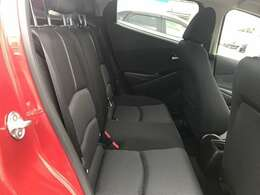 リアシートもホールド感があり、長距離のドライブでも疲れを少なくさせてくれます。また、チャイルドシートの取り付けもゆったりと出来ます。