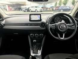 手の動きから、目線の動きまでを考えて作られた運転席。ヒューマンインターフェイス優先とする事で、疲労軽減や安全にも繋がります。