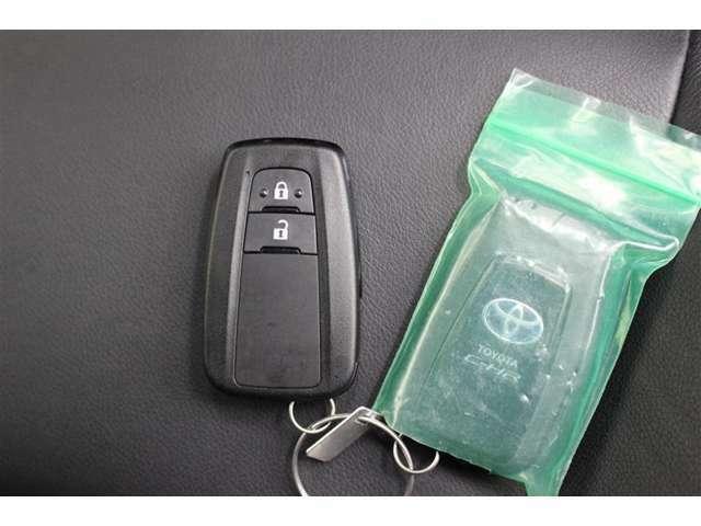 スマートキーを携帯していれば、キーを取り出すことなく、ドアの施錠・解錠できます。