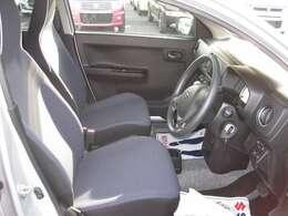 運転席側から見た車内の画像です!内装ルームクリーニング済みです。しっかり綺麗にしていますので、是非、お確かめください。納車時にはもう一度キレイにいたしますよ!