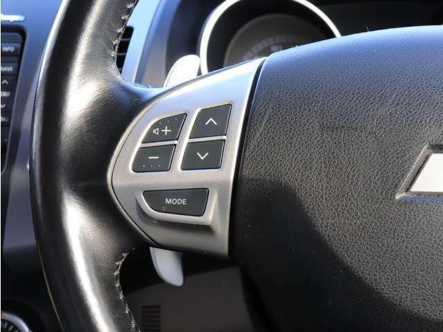 《 ステアリングスイッチ 》 オーディオ廻りの操作が可能◎運転中に視線を逸らさなくていいので便利な装備です♪