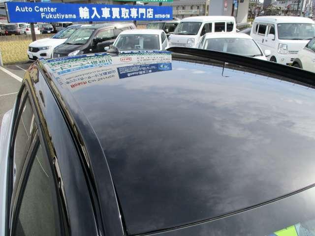 ブラックルーフ。ボディカラーはパールホワイトで屋根の色はブラックとIIトーンカラーになってます。