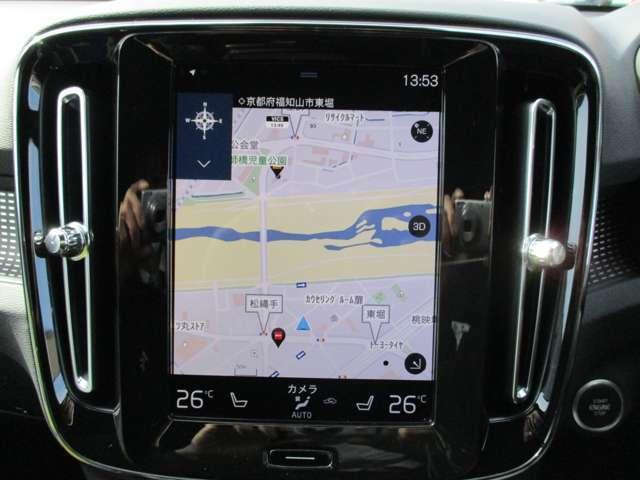 タブレット端末のような縦長の大型9インチタッチパネルを、インパネの中心にデザイン的要素を含みつつ設置。このタッチパネルは、ドライバー側に若干傾けられており、視認性&操作性が高められています