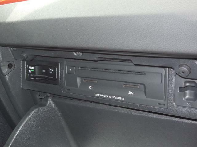次世代ETC2.0、DSRC ETCを搭載。Discover Proと連動し、渋滞を回避し最適なルートを選択、道路状況や緊急情報をキャッチします。CDDVDプレーヤー、SDカードスロットも装備。