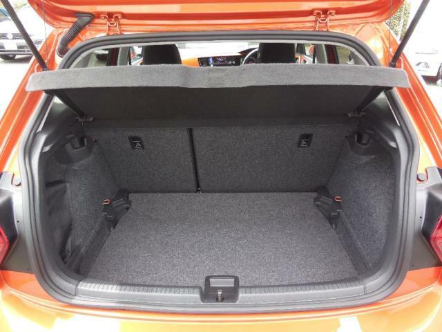 ラゲッジ容量は351Lさらにリヤシートの背もたれを倒せば1125Lに拡大します。ラゲッジスペースのフロア高は2段階の高さ調整ができ、使い方に応じて多様なレイアウトができます。