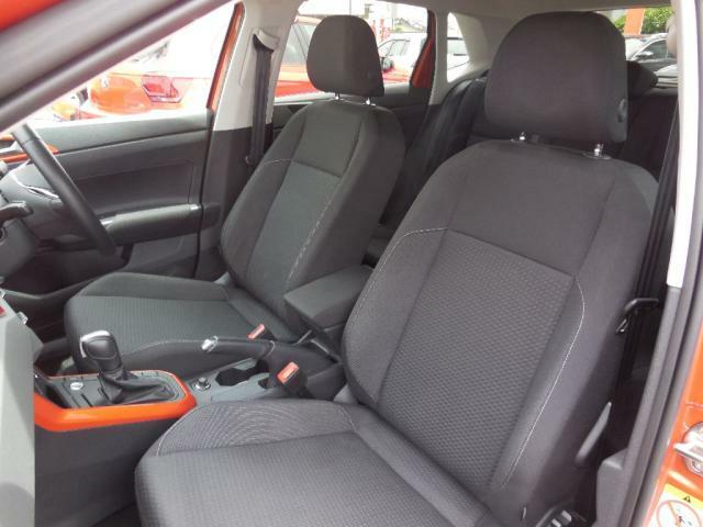 長時間の運転でも疲れにくくそして安定感あるフォルムを採用したコンフォートシート。高さやステアリング位置は運転姿勢に合わせて細かく調整でき、的確なドライビングポジションが得られます。