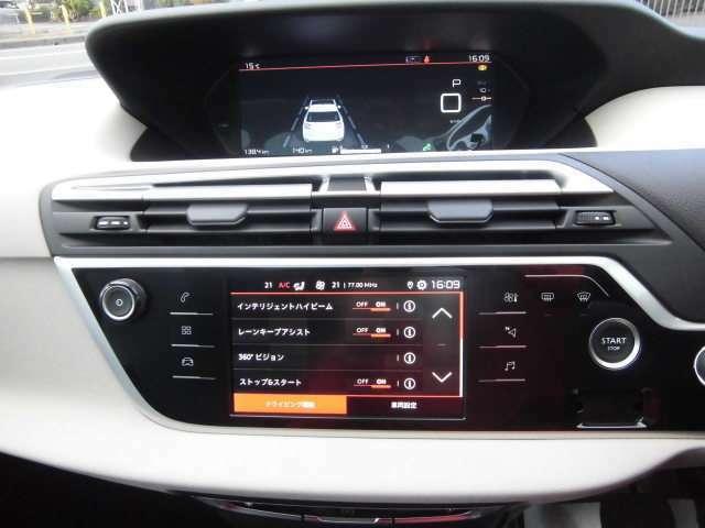 タッチパネルにてエアコン調整や車両設定、カープレイ接続可能