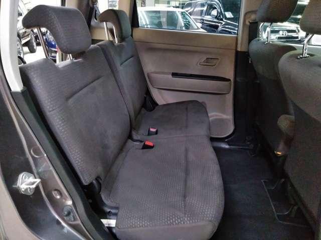 後席シート!使用感が少ないです。普段は、人を乗せたりもなかったようです!程度良好!