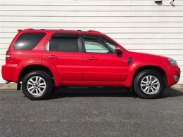 ☆ボディカラーはホットレッド色となります。まるで、スポーツカーを思わせる様な鮮やかな赤です。SUVでのこのカラー、本当にカッコイイです!