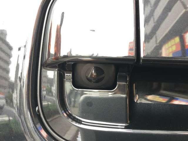 後方の安全確認や車庫入れなどにはやっぱりバックカメラが必要ですよね!車の大小に関わらず後方は非常に死角になりやすい場所です!この装備で安全確認もばっちりです!!