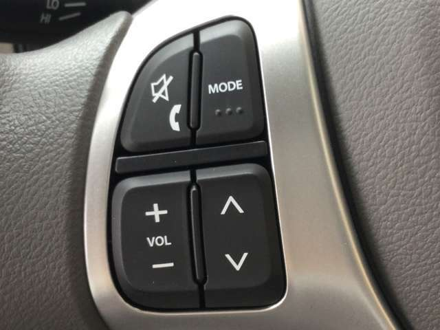 お手元でオーディオ操作が出来るステアリングスイッチ!視線をずらす事無く操作ができる為、安全運転にも繋がります!