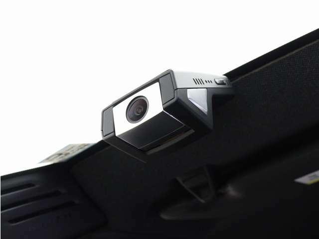 ボルボの厳しい衝突安全基準をクリアした、スマホwi-fi連動型ドライブレコーダー。400万画素、LED信号対応、HD録画対応。衝撃を検知することで前後5秒間の動画をスマートフォン内のアプリに自動送信。