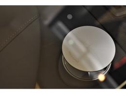 高額オプションとして有名なBang & Olufsen BeoSound Audioを搭載しており、コンサートホールの様な音色に包まれながらのドライビングをお楽しみ頂けます。