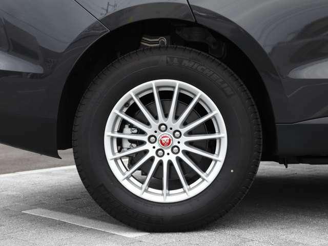 傷も無く、走行も少ない為タイヤの溝も問題ありません。