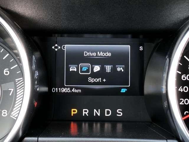 MODEスイッチでは、ノーマル、スポーツ、トラック、ドラッグ、スノーから走行状況に応じたモードをチョイスすることが可能です。ドラッグというのは期待できますね!