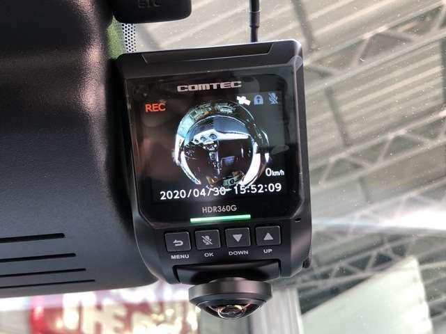 安心のCOMTECドライブレコーダーが装着されています。