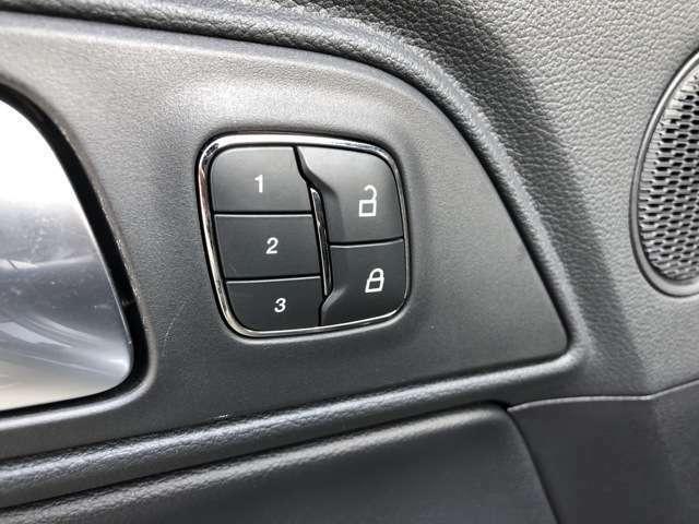 シートメモリー機能付きですので乗車になる方に合わせて変更できます。