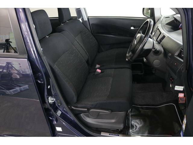 運転席はシートリフターつき!シートの高さ調整が可能ですのでベストなドライビングポジションを取ることが出来ます!