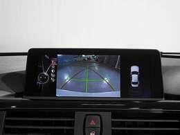 リアビューカメラと後方障害物センサー(PDC)で、駐車をサポート。