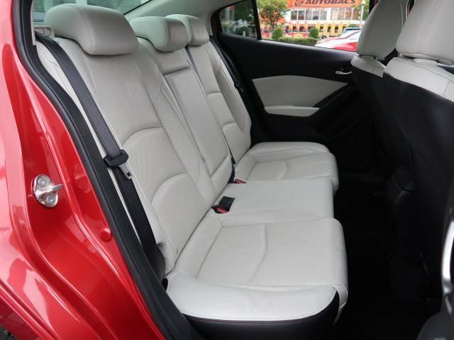 【コロナ対策】光触媒ルームコートの施工もオススメです。太陽光などの光を受けることによって車内の除菌・消臭を行います◎ルームクリーニングも同時に行うため車内をより快適にお過ごしいただけます。