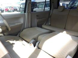 コンパクトボディーですが、足を伸ばして休憩できる 広々車内です♪