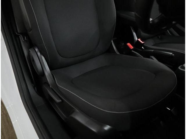 Bプラン画像:目立ったダメージの無い、綺麗な状態を維持した、ヘッドレスト一体型のスポーティなタイプのシート。スプリングストロークが大幅に拡大されて快適性がさらに高まりました。