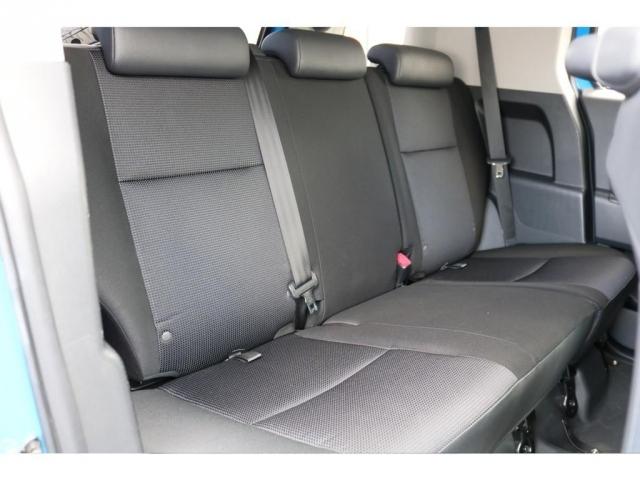 セカンドシートも十分なスペースを確保!!コンディションも良好です!