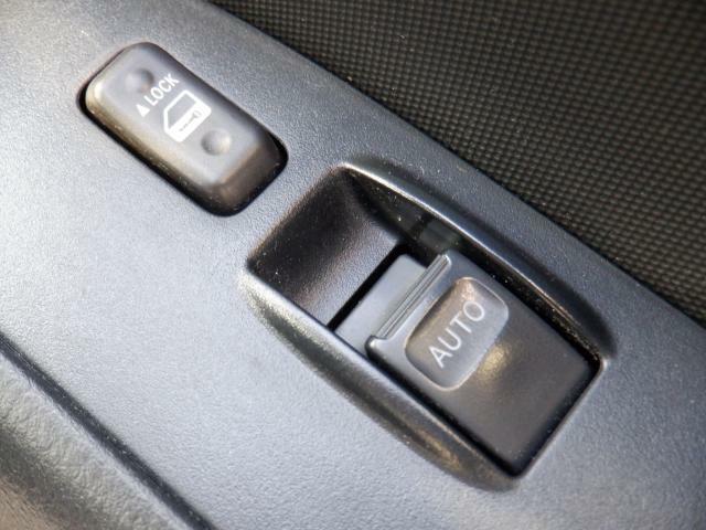 運転席のみパワーウィンドウになっております。