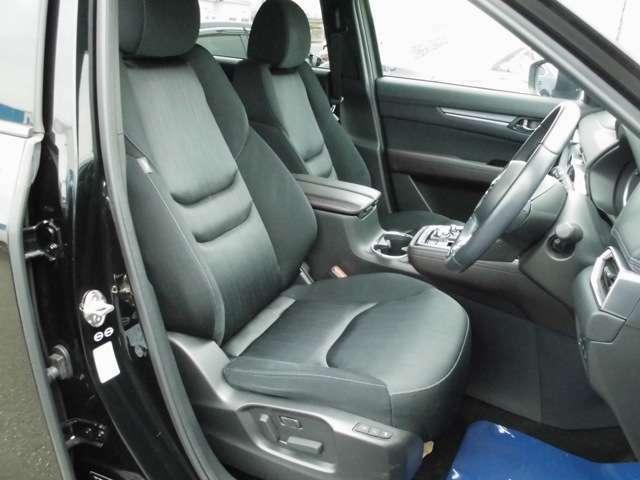 フロントシートです。運転席はパワーシートとなります。シートヒーターも付いています。