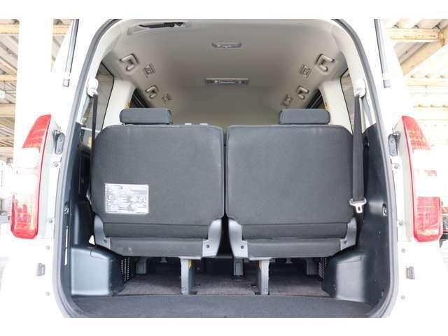 3列目シートを格納すると広いスペースができます。