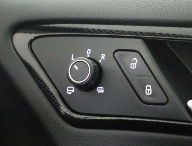 ★ドアのロック・アンロックのボタンです。走行中自動でドアをロックしてくれます。