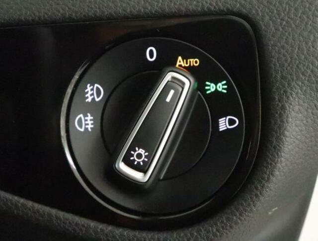 ★オートライト、フォグランプ(フロント、リア)搭載してます。夕暮れ時も早めに点灯するので、安心して運転できます。