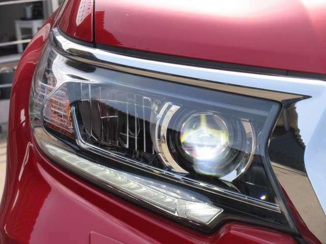純正HIDヘッドライトユニット&純正LEDポジションランプ付き♪ ヘッドライトコンディションも言うことなしです♪