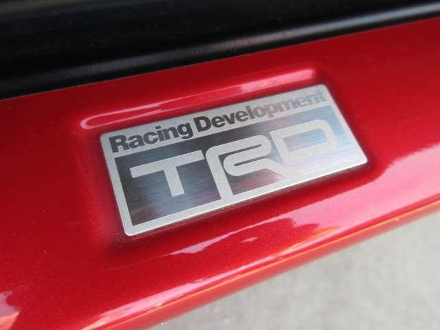 とても珍しいTRD専用フルエアロ装着車両!! トヨタの誇るカスタムブランド♪ フィッティングもよく、とてもカッコいい仕上がりです♪