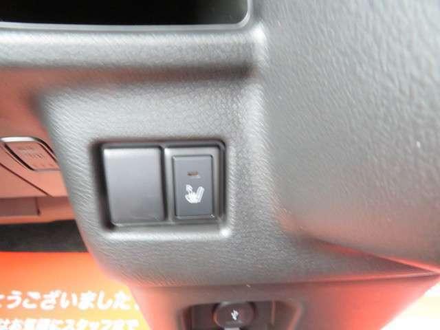 ☆運転席にはシートヒーター☆つてます。ゆったり座れて足元もフラットで広く使いやすいです。センター部分に肘掛付いてます。♪通気性の良いシート、快適なすわり心地と体に馴染むホールド性を実現。