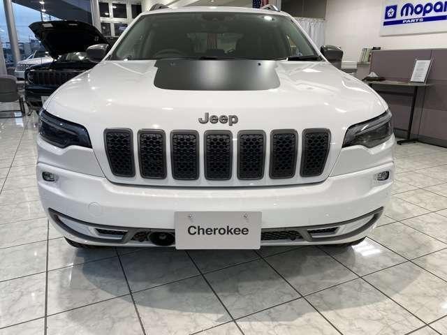 7スロットグリルと台形ホイールアーチ。Jeepであることを物語るふたつのデザインアイデンティティ