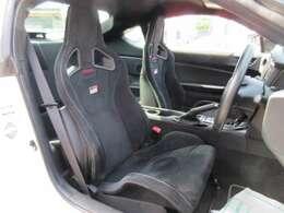 専用インテリア&専用スポーツシート搭載♪ ホールド性も高く、バケット形状のシートでよりスポーティな仕上がりとなります♪