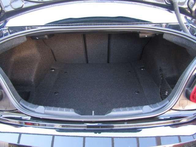 今やラゲッジスペース(荷物収容空間)の充実は当たり前です!もちろんコンパクトカーでも。本当に重宝しますよ。