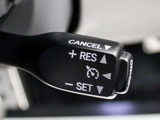 高級車の代名詞【クルーズコントロール】搭載。高速道路ではアクセル踏まずのドライブが可能です。高級車ゆえの装備で御座います。