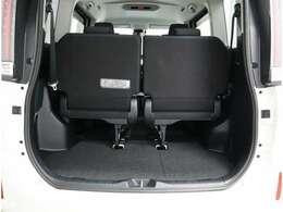 サードシートの収納もほぼワンタッチで出来ます。
