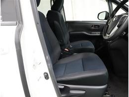 運転席に座ってシートの感じや視界の状態を確認お願い致します。