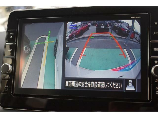 サイドカメラやバックモニターが付いているので狭い道での対向も安心です!