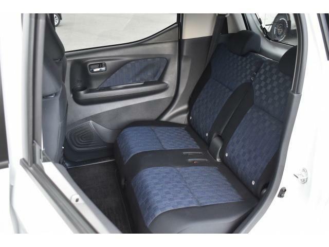 開放感たっぷりの室内に、触り心地も座り心地も上質なシートで、ロングドライブも快適