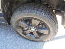 タイヤは新品ATタイプ。ホイルは純正ブラック加工!