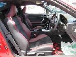 専用インテリア&専用ブラックXボルドカラ―ハーフレザーシート付き♪ STIスポーツ専用シートでスポーティな仕上がりとなります♪