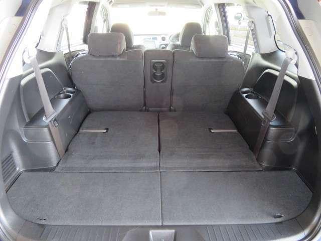 サードシートを倒せば更なる空間が広がります!!
