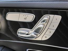 メモリー機能付きのパワーシート。別の人が乗った後も、自分のシートポジションにピッタリと戻すことが可能です。その隣のスイッチがシートヒータースイッチです。